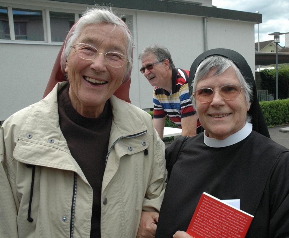 Aus dem Gemeinschaftsleben kommt die Ausstrahlung: Schwestern an der Tagung der Ordensleute am 23. Juni 2015 in Baar spürbar. (Bild: Hanny Knüsel)