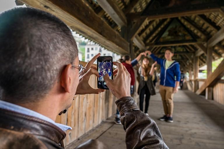Ein WhatsApp fürs Churchpub: auf der Spreuerbrücke, am Posten der Jubla Luzern. | © 2015 Roberto Conciatori