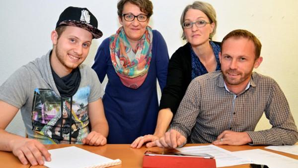 Das Projektteam für das Bistumsjugendtreffen in Luzern (von links): Edson Fernandes, Sandra Dietschi, Petra Zeier und Viktor Diethelm. | © 2015 Dominik Thali