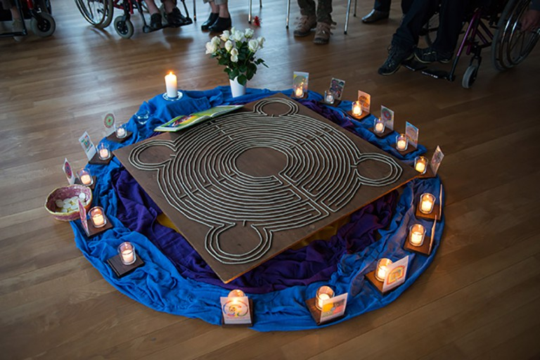 Leuchtende Labyrinthe - Ausdruclk ganz unterschiedlicher Lebenswege. | © 2015 Gregor Gander