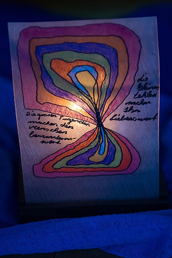 Eines der Labyrinth-Lichterkunstwerke, die am Besinnungstag 2015 enstanden. | © 2015 Gregor Gander