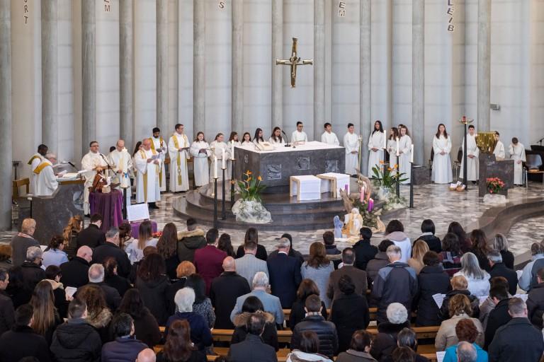 Wenn Don Mimmo feiert, ist die Kirche voll: am 13. Dezember in der Kirche St. Maria in Emmenbrücke. | © 2015 Roberto Conciatori