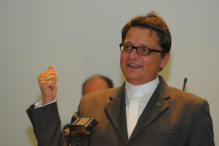 Auffordern statt durchsetzen: Bischof Felix Gmür nimmt gegen die Durchsetzungsinitiative Stellung. | © 2012 Gregor Gander