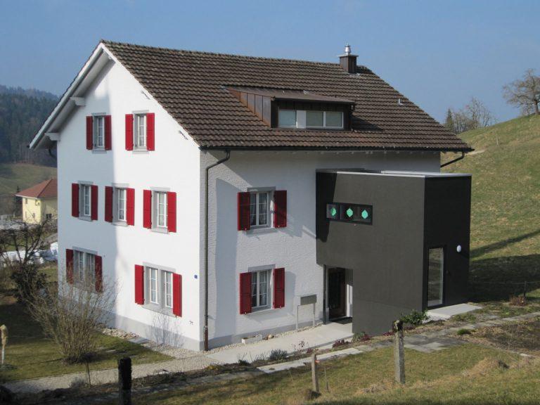 Bei der Renovation ihres Pfarrhauses 2010 profitierte die Kirchgemeinde Grossdietwil von einem zusätzlichen Baubeitrag, weil sie energiesparende Massnahmen traf. | © Felix Fuchs