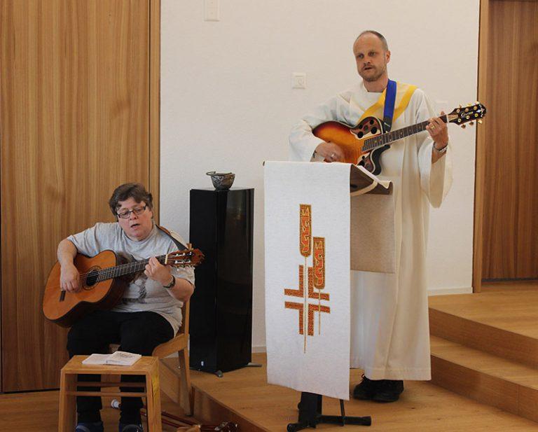 Behindertenseelsorger Bruno Hübscher im Gottesdienst am Fronleichnamstag.