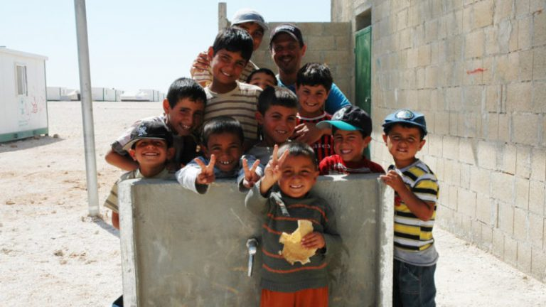 "Syrische Kinder in einem jordanischen Flüchtlingslager | © 2013 Oxfam International (Flickr, <a href=""https://creativecommons.org/licenses/by-nc-nd/2.0/legalcode"" target=""_blank"">CC BY-NC-ND 2.0</a>)"