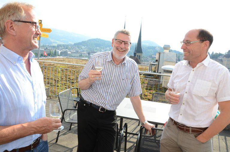 Pensionskassenverwalter  Kurt Schaller (links), Synodepräsident Hans-Christoph Heim (Mitte) und Synodalverwalter Edi Wigger. | © 2016 Dominik Thali