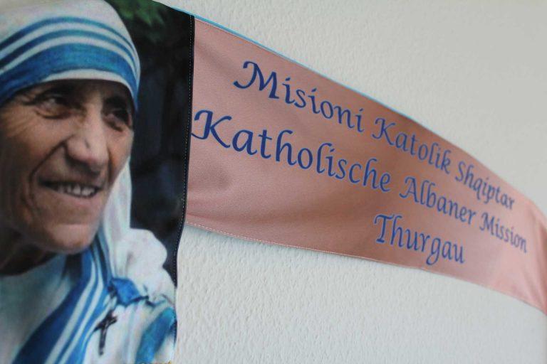 Mutter Teresa ist für die katholischen Albanerinnen und Albaner in der Schweiz eine wichtige Bezugsperson. | © 206 kath.ch