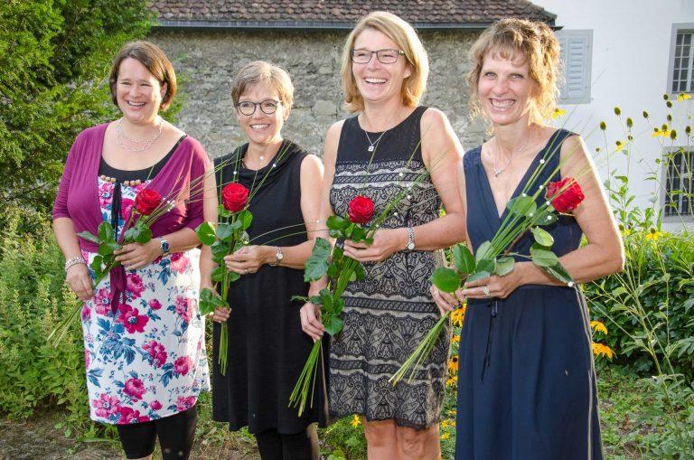 Sie haben als neue Katechetinnen die Fachausweise erhalten (von links): Sarah Rosenberger (Steinhausen), Suzanne Schmid-Salvisberg (Ruswil), Judith Hegglin-Fischer (Ruswil), Judith Bertsch Sidler (Meggen). | © 2016 Matthias Bättig