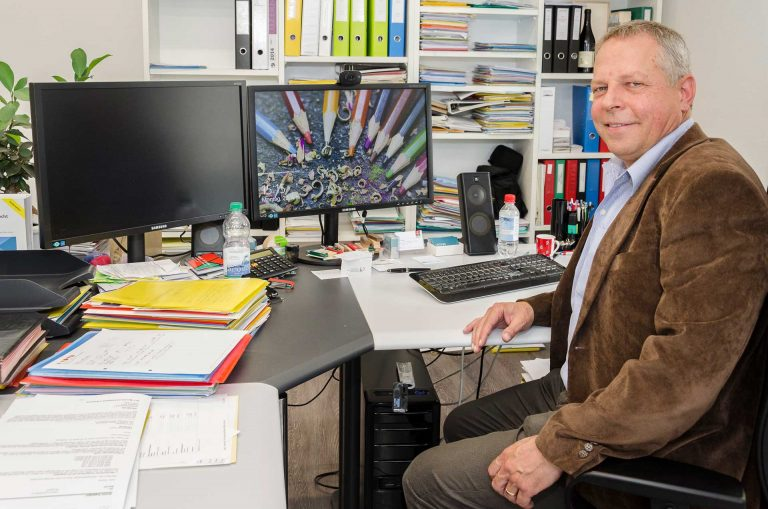 Ein «Macher», der am liebsten im Team arbeitet: der neue Synodalrat Armin Suppiger in seinem Treuhand- und Steuerberatungsbüro in Luzern. | © 2016 Dominik Thali