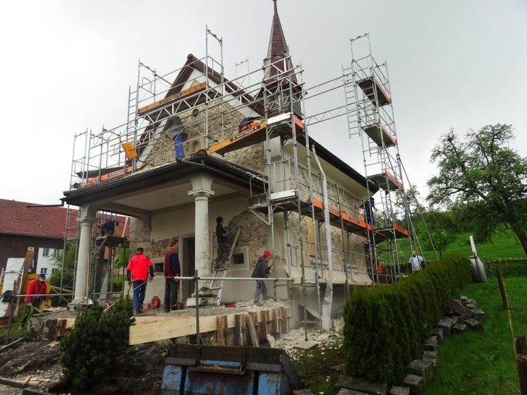 Die Kapelle Herlisberg während der Renovation im vergangenen Sommer. | © 2016 Kirchgemeinde Römerswil