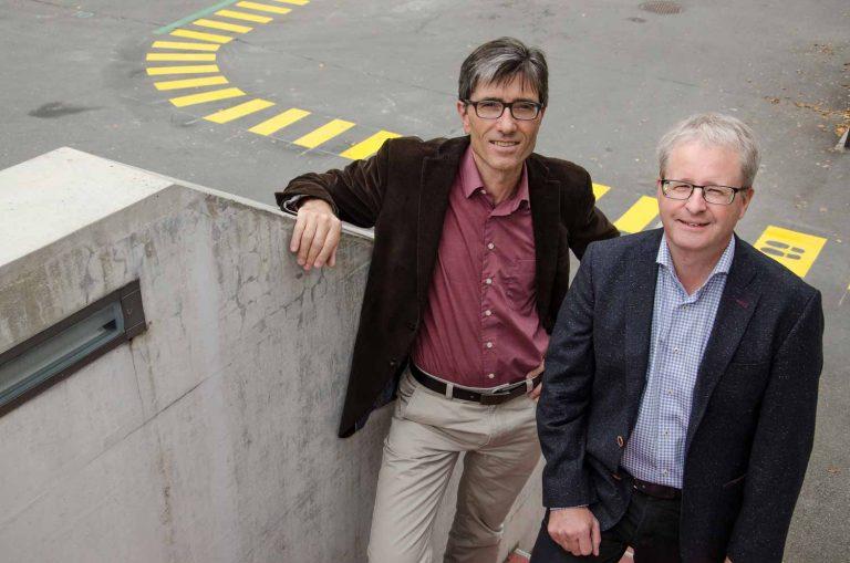 Sie arbeiten künftig enger zusammen: Caritas-Luzern-Geschäftsleiter Thomas Thali (links) und Gregor Gander, Leiter Fachbereiche der Landeskirche. | © 2016 Dominik Thali