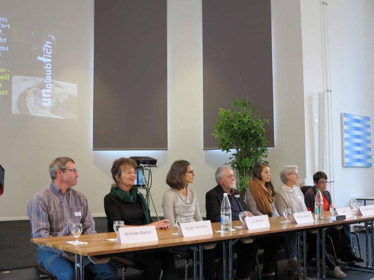 Die Workshop-Leitenden (von links): Andreas Marbot, Susan Hermann-Csomor, Lea Stocker, Wilhelm Bruners, Sängerin Eliane, Yvonne Schärli und Bernadette Baumli. | © 2016 Walter Ludin