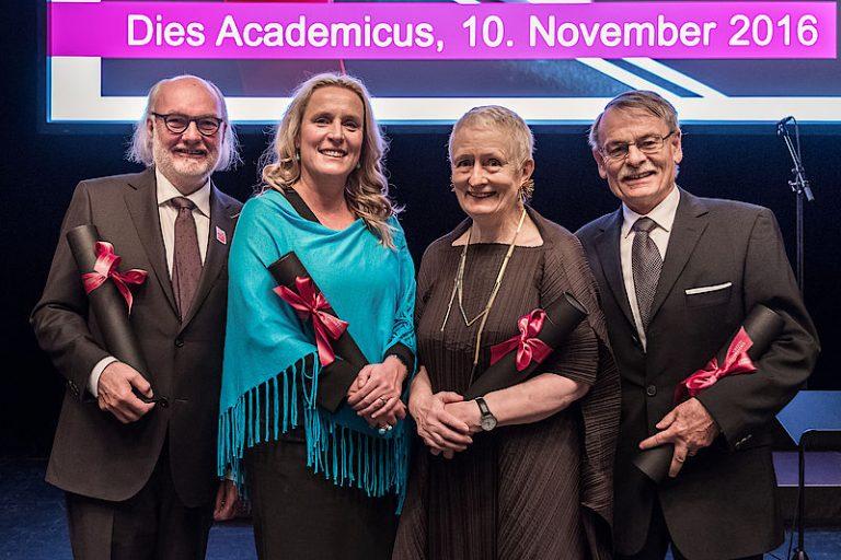 Neue Ehrendoktores der Universität Luzner (von links): Sepp Riedener, Prof. Dr. Iris Bohnet, Prof. Dr. Mieke Bal und Prof. Dr. Peter Locher. | © 2016 unilu.ch
