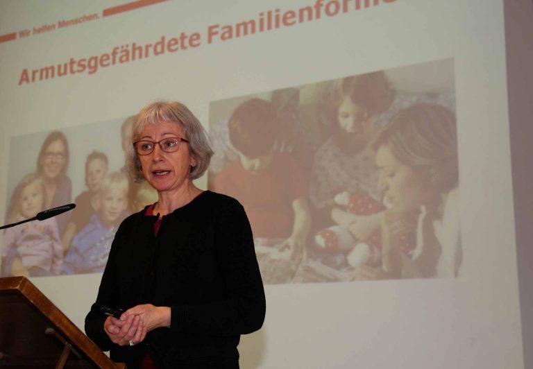 Maria Portmann von Caritas Luzern gab ein Impulsreferat zum Thema Familienarmut. | © 2016 pd/Astrid Bossert Meier