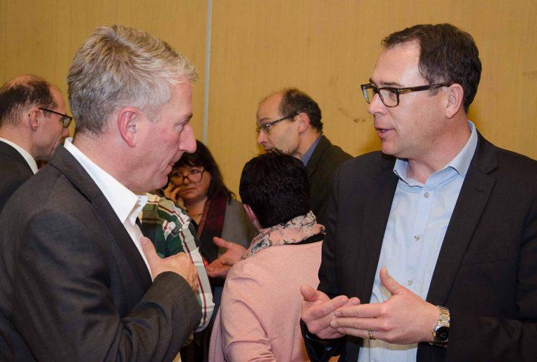 Bischofsvikar Ruedi Heim (links) im Gespräch mit Michael Bussmann, Kirchgemeindepräsident von Horw. | © 2016 Dominik Thali