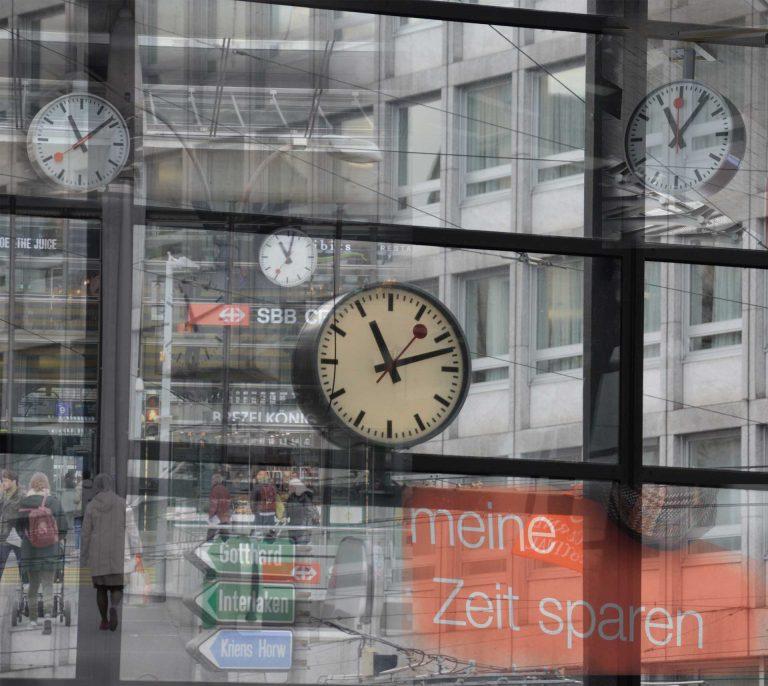 Kann man Zeit eigentlich sparen? Wenn ja, was tun wir mit der gesparten  Zeit? (Collage aus -Aufnahmen im und um den Bahnhof Luzern) | © 2016  Dominik Thali