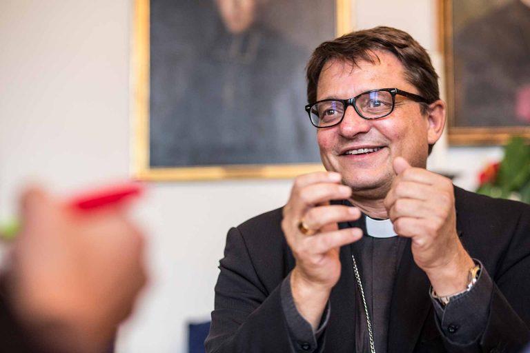 «Kirche ist eine Gemeinschaft, die zusammen Gott sucht»: der Basler Bischof Felix Gmür. | © 2016 Pia Neuenschwander