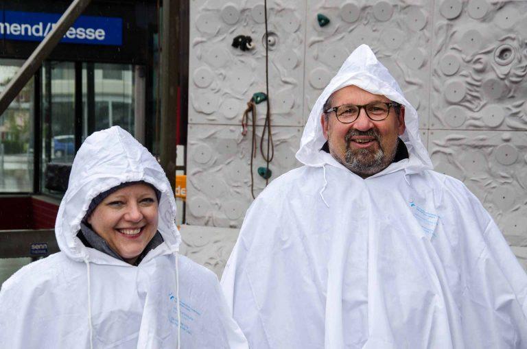 Los gings am Freitag, 28. April , bei Winterwetter: Bernadette Fries und Florian Flohr.