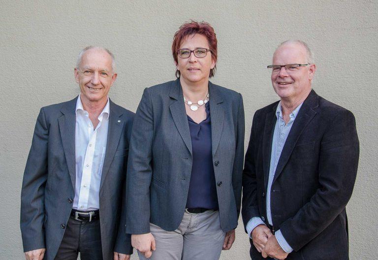 Jörg Bättig (links) ist als Präsident des Kirchmeierverbands zurückgetreten, Sandra Enzmann und Franz Buholzer treten seine Nachfolge an. | © 2017 Dominik Thali