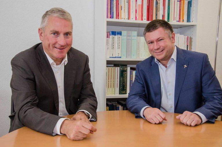 Bischofsvikar Ruedi Heim (links) und sein Nachfolger ab März 2018, Hanspeter Wasmer. | © 2017 Dominik Thali