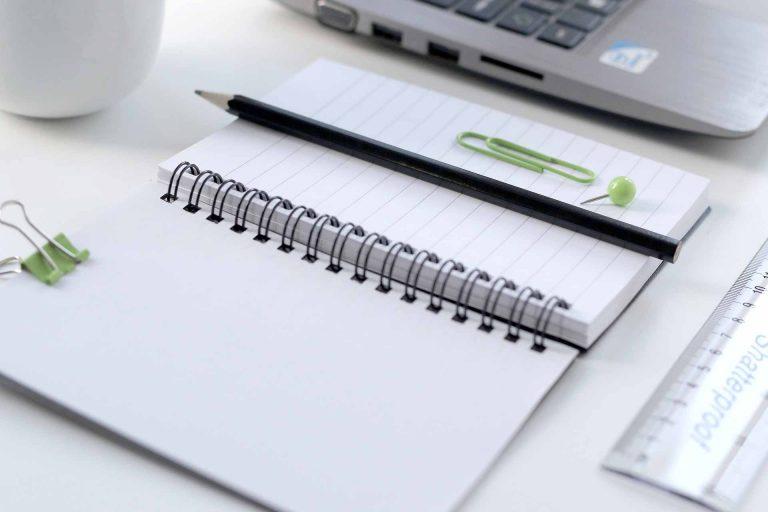 Papier und PC: auf die sinnvolle Kombinatiion kommt es an. | @ © pixabay.com