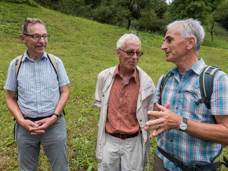 Die Organisatoren Hans Moos (links) und Remo Eerni (Mitte) mit Hubert Aregger, Präsident des Vereins «Zu Fuss nach Einsiedeln». | © 2017 Dominik Thali
