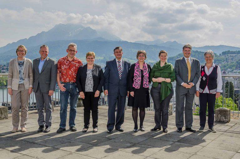 Die Mitglieder des Synodalrats; sechs stellen sich für eine weitere Amtsdauer zur Verfügung, drei treten zurück. Von links; Brigitte Glur-Schüpfer (seit 2017, macht weiter), Armin Suppiger (2016, macht weiter), Markus Müller (2014, macht weiter), Annegreth Bienz-Geisseler (2012, macht weiter), Hans Burri (2012, macht weiter), Renata Asal-Steger (2010, macht weiter), Ruth Mory-Wigger (2010, hört auf), Thomas Trüeb (2006, hört auf) und Maria Graf-Huber (2006, hört auf). | © 2017 Dominik Thali