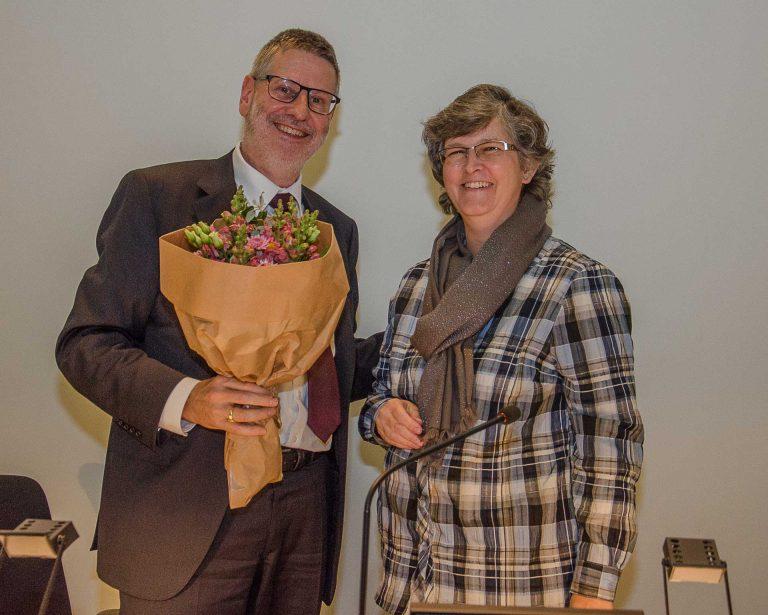 Synodepräsident Hans-Christoph Heim gratuliert seiner Nachfolgerin Ursula Hüsler. | © 2017 Dominik Thali