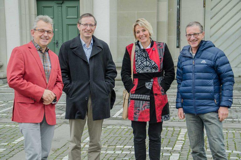 Getroffen in der Mittagspause (von links): Synodalrat Markus Müller und die Synodalen Urs Corradini (Schüpfheim), Marlene Emmenegger (Schüpfheim) und Markus Kuhn (Menznau). | © 2017 Dominik Thali