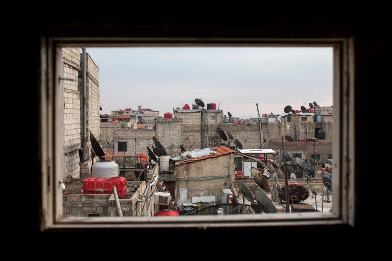 Blick über die Dächer von Jaramana, einem Vorort von Damaskus. Vertriebene aus ganz Syrien suchen in diesem Quartier Schutz. | © 2017 Alexandra Wey/Caritas Schweiz