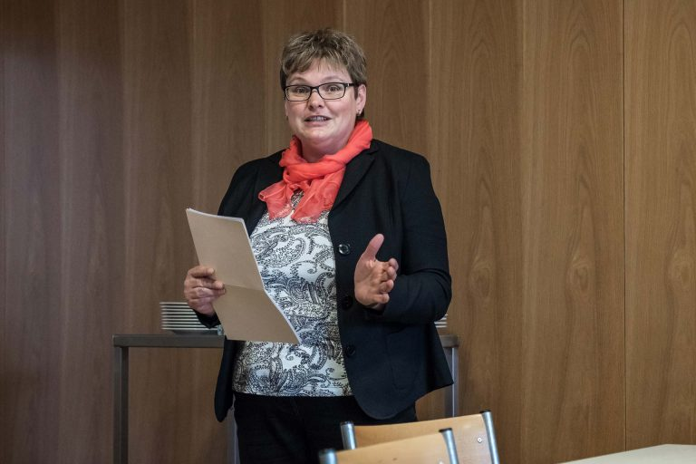 «Das Engagement  der Freiwilligen ist unbezahlbar»:  Synodalratspräsidentin und Jurymitglied Annegreth Bienz-Geisseler bei ihrer Laudatio. | © 2018 Roberto Conciatori