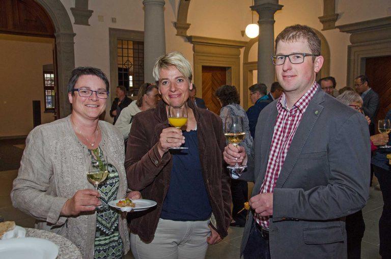 Beim Apéro zum Legislaturende (von links): Priska Wicki (Wolhusen), Marlene Emmenegger (Schüpfheim) und Benjamin Wigger (Marbach), | © 2018 Fleur Budry