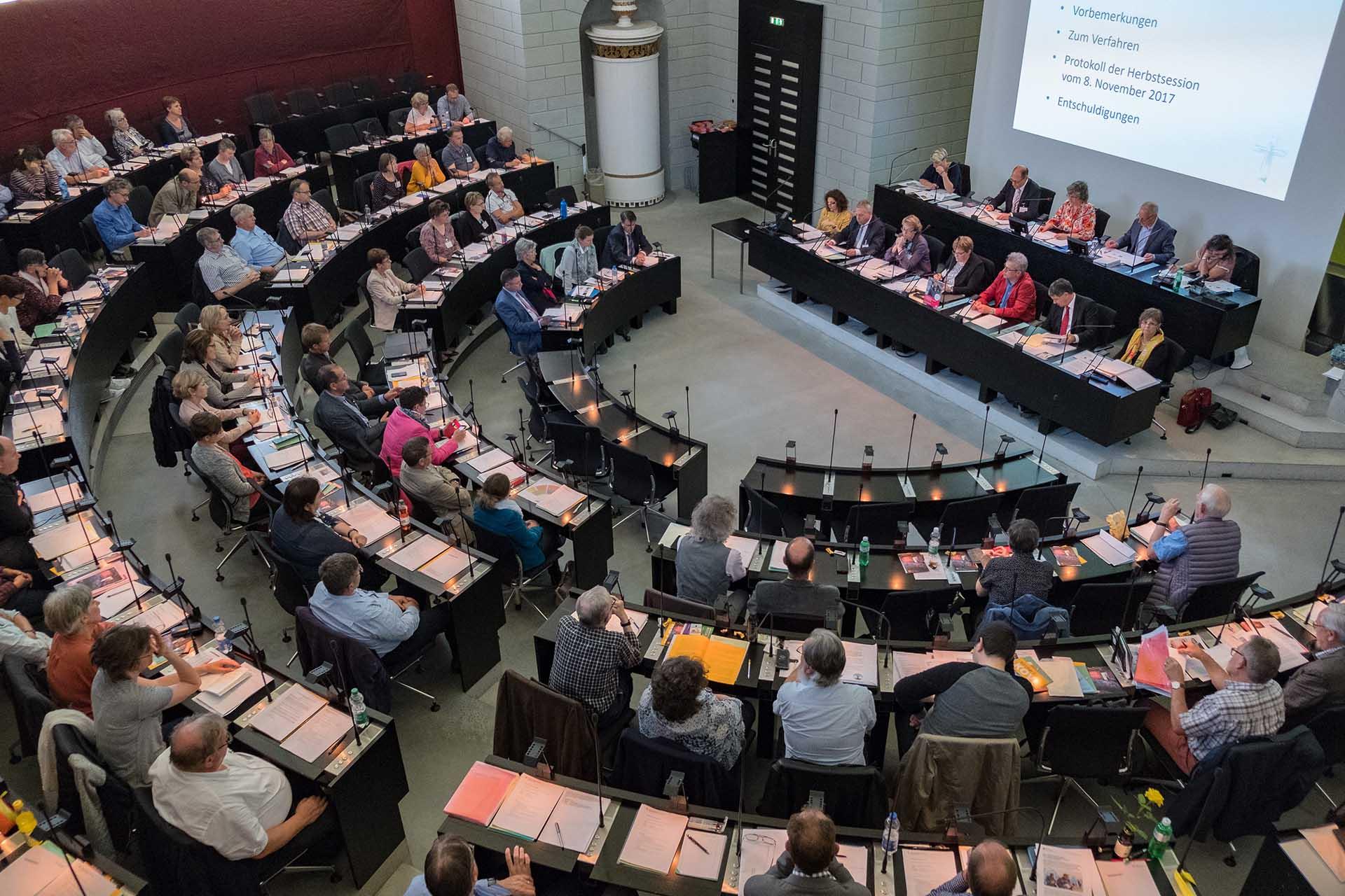 Die Synode, das Parlament der römisch-katholischen Landeskirche, tagt im Kantonsratssaal in Luzern. | © 2018 Gregor Gander