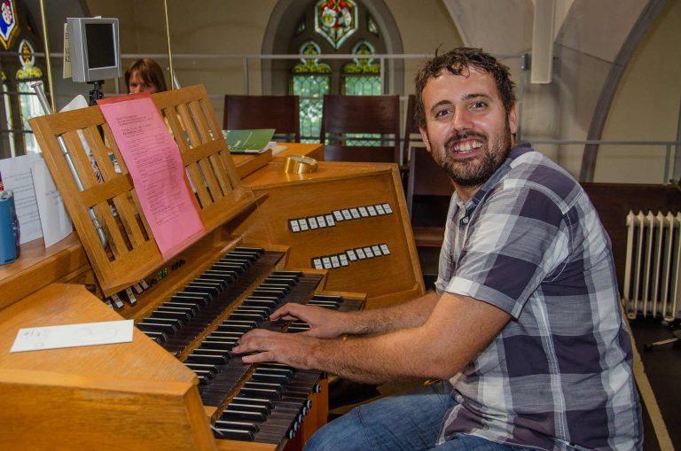Stimmig. Für die musikalische Gestaltung des Gottesdienstes in der Matthäuskirche zeichnete Organist Daniel Fürer verantwortlich. | © 2018 Gregor Gander