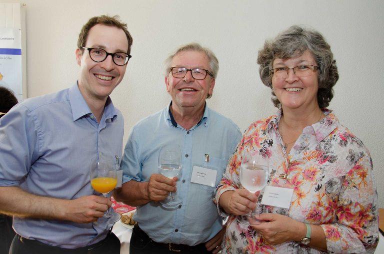 Beim Apéro (von links): die Synodalen Thomas Huber (Buchrain), Hermann Fries (Emmen) und Synodepräsidentin Ursula Hüsler (Kriens). | © 2018 Dominik Thali