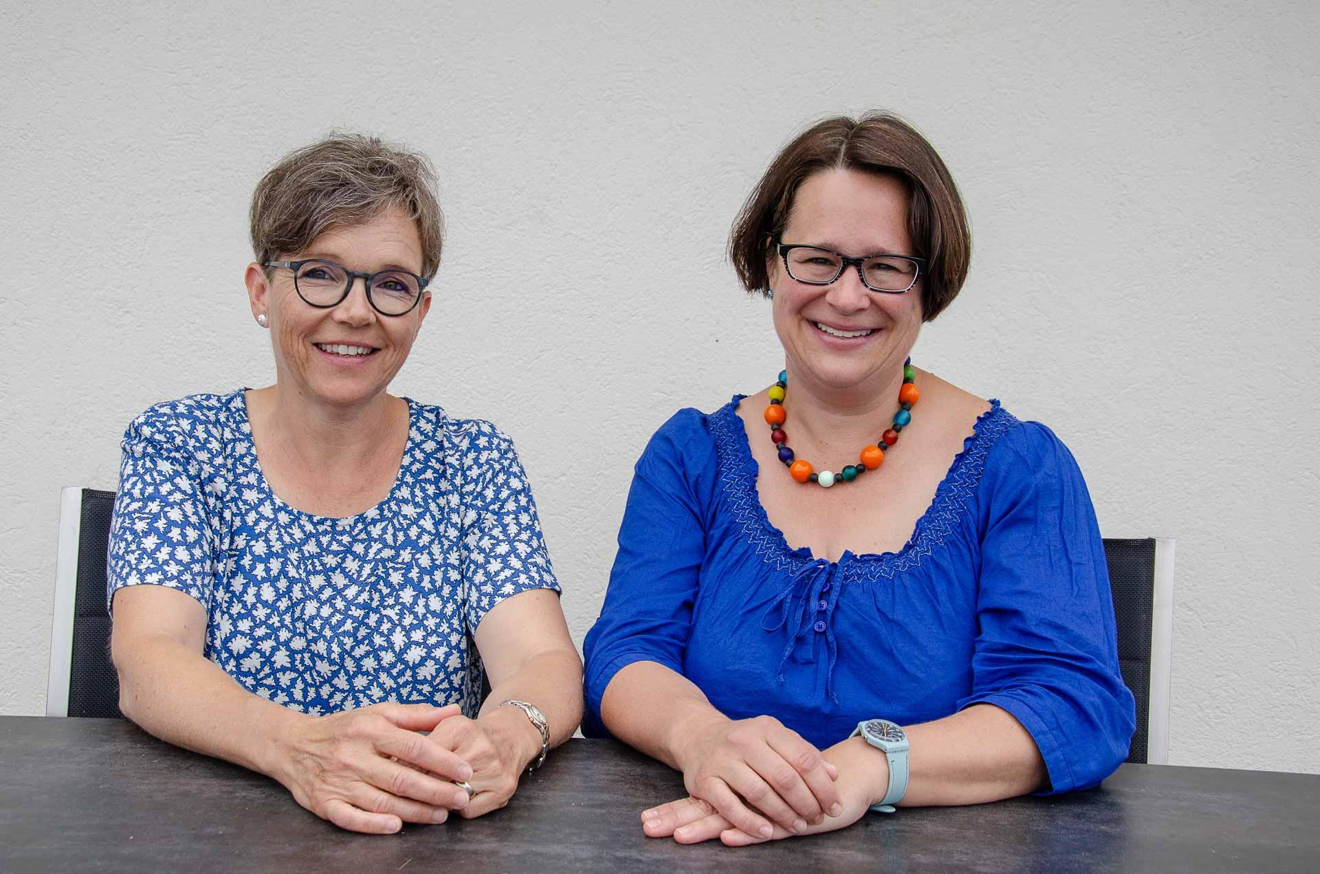 «Ein spannender Job»: Suzanne Schmid (links) ist Katechetin in Ruswil, Sarah Rosenberger in Steinhausen. | © 2018 Dominik Thali