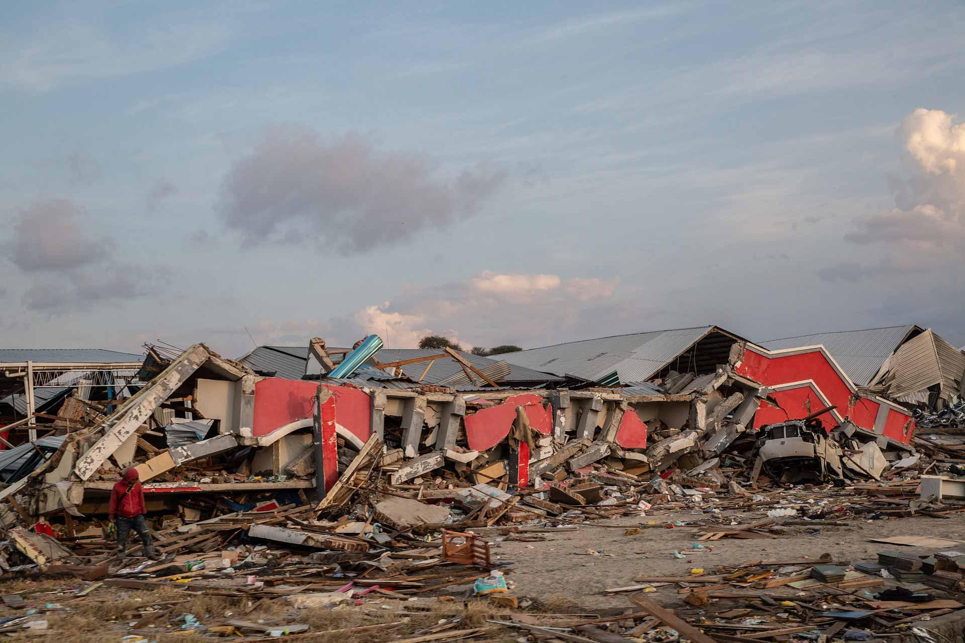 Zurück blieben nur noch Trümmer: Zerstörte Häuser nach der Flutwelle, welche Ende September die indonesische Insel Sulawesi traf.   © 2018 Putu Sayoga / Catholic Relief Services