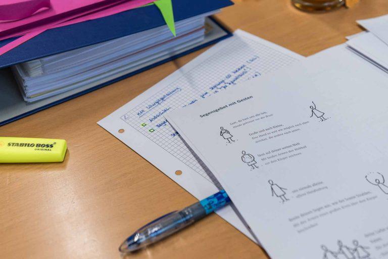 An einem Kursabend des Moduls Liturgiegestaltung, das die Luzerner Landeskirche anbietet. Für den Abschluss des Bildungsgangs Katechese gibt es künftig einen eidgenössischen Fachausweis. | © 2018 Roberto Conciatori
