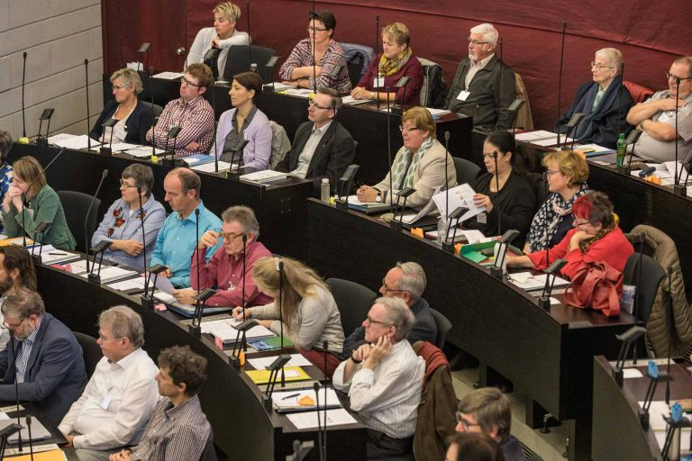 Die Sitzung vom 7. November war nach der Konstituierung im Juni die erste Session der Synode in der Legislaturperiode 2018-2022: Blick auf die Fraktionen Entlebuch (hinten) und Luzern. | © 2018 Roberto Conciatori