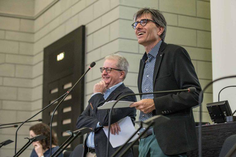 Geschäftsführer Thomas Thali (rechts) und Fachbereichsleiter Gregor Gander erläutern die Zusammenarbeit von Caritas und Landeskirche in der Diakonie. | © 2018 Roberto Conciatori