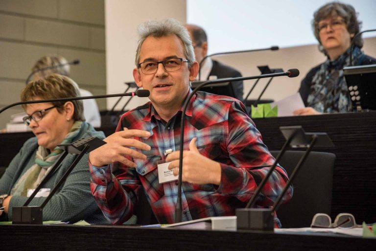 Synodalrat Markus Müller stellte die bereits vorhandenen Ideen für das 50-Jahre-Jubiläum der katholischen und reformierten Landeskirche 2020 vor. | © 2018 Roberto Conciatori