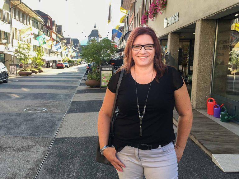 «Grüezi Frau Huber», das hört die neue Synodalrätin nun öfter, wenn sie in Willisau unterwegs ist.  |  © 2018 Fleur Budry