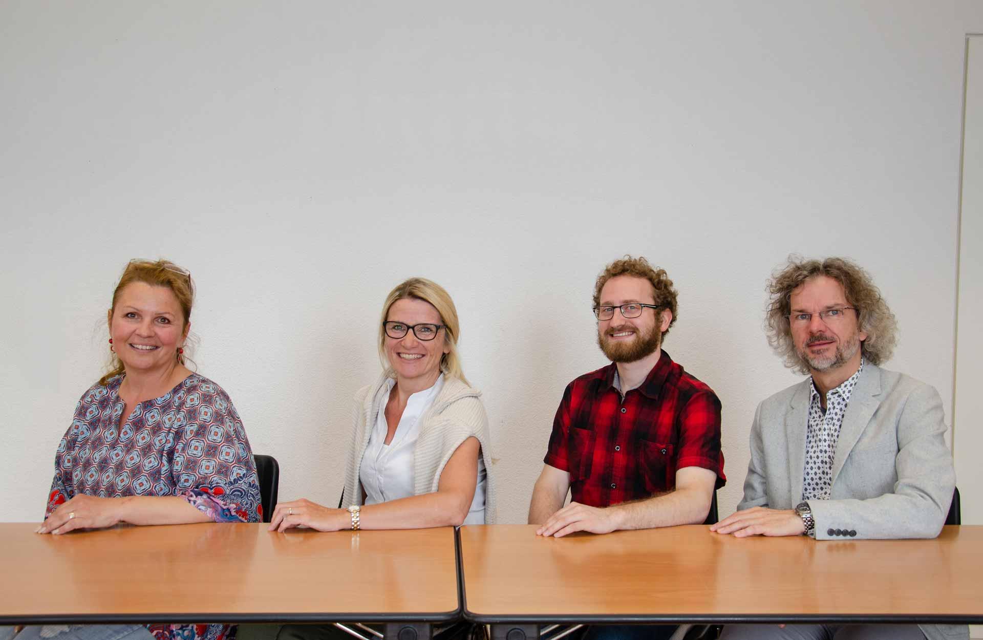 Diese Projektgruppe erarbeitet die Luzerner Umsetzungshilfe für den LeRUKa (von links): Gabrijela Odermatt, Pia Brüniger, Severin Schnurrenberger und Jürgen Rotner. | © 2018 Dominik Thali