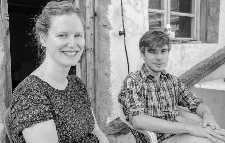 Wo Ideen entstehen – Antonia Meile und Nils Hedinger auf der Atelierterrasse in Luzern. | © 2018 Fleur Budry