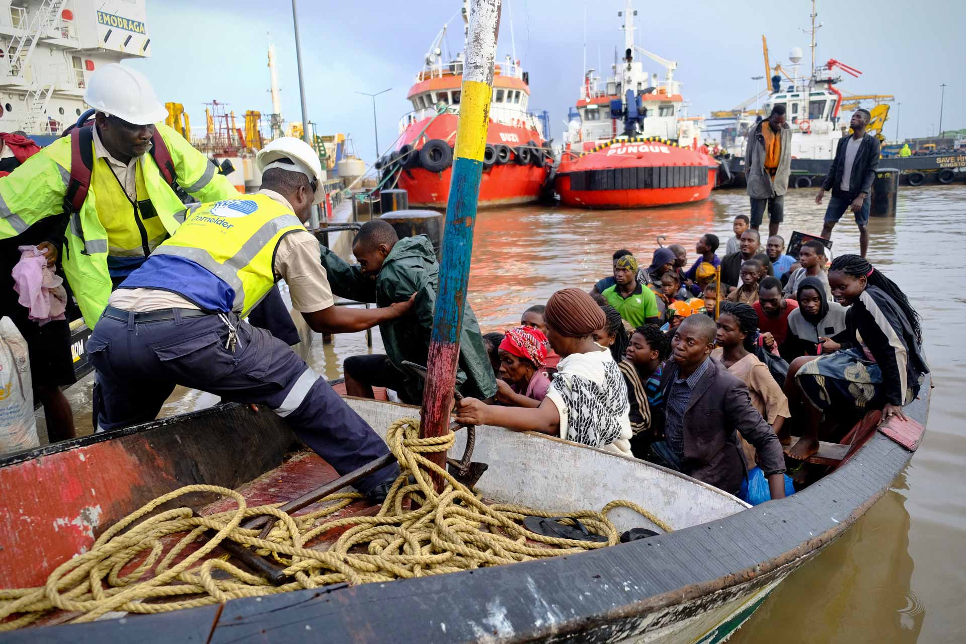 Hilfe auf dem Wasserweg für die Sturmopfer im südlichen Afrika. Die Landeskirche unterstützt sie über einen Beitrag an die Caritas. | © 2019  Joost Bastmeijer/Caritas