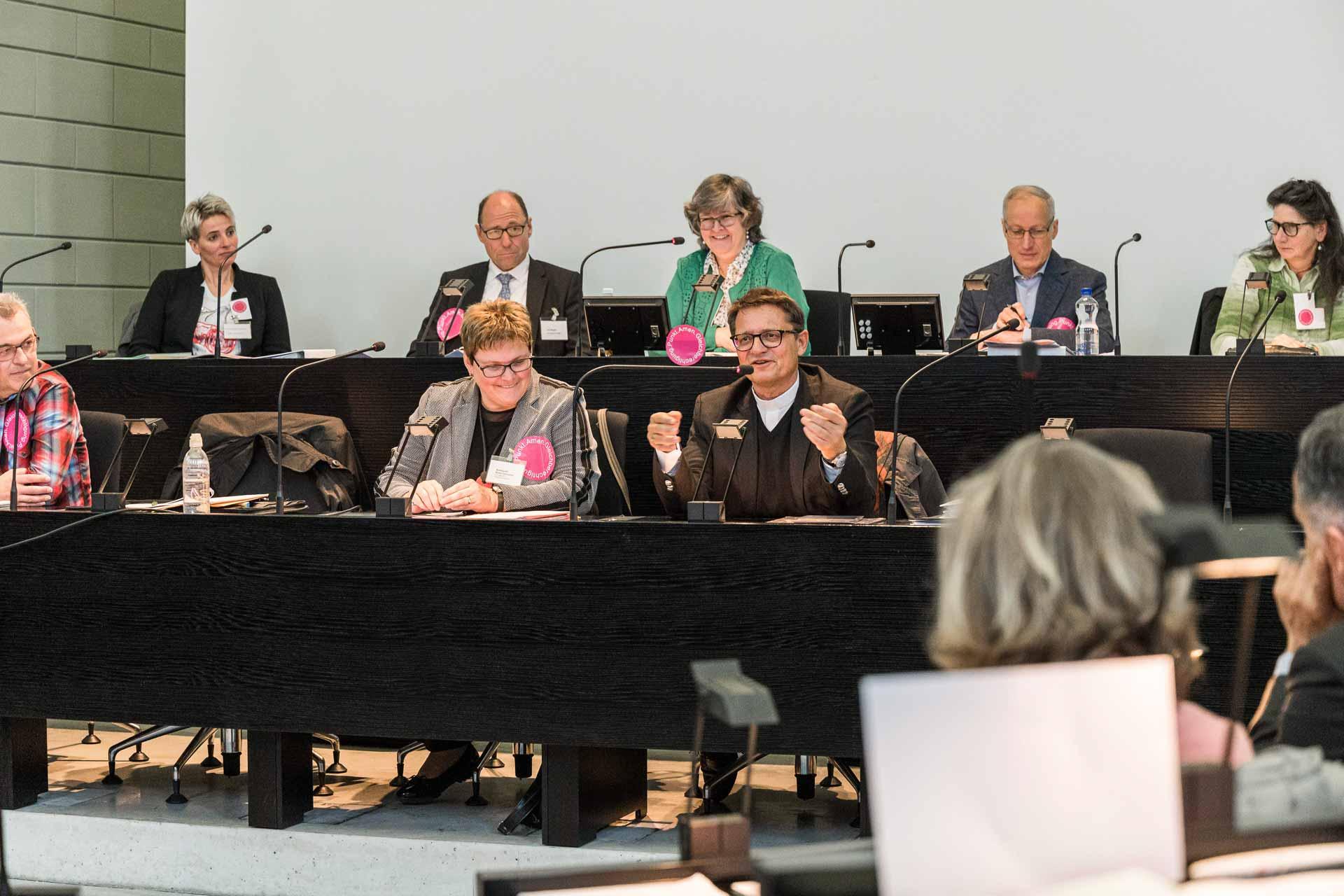 «Das dauert leider Gottes sehr lang»: Bischof Felix Gmür bei seinem Austausch mit der Luzerner Synode; neben ihm Synodalratspräsidentin Annegreth Bienz-Geisseler. | © 2019 Roberto Conciatori