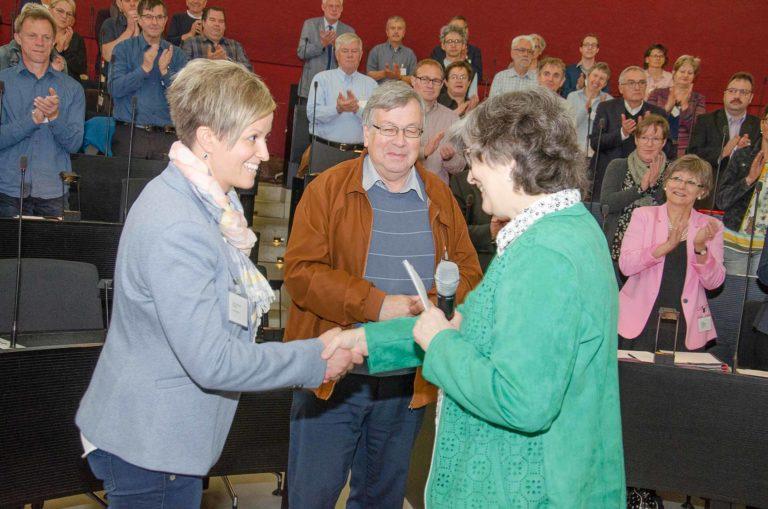 Sandra Odermatt-Portmann (Willisau) und P. Josef Knupp (Beromünster) wurden als neue Mitglieder von Präsidentin Ursula Hüsler vereidigt. | © 2019 Dominik Thali