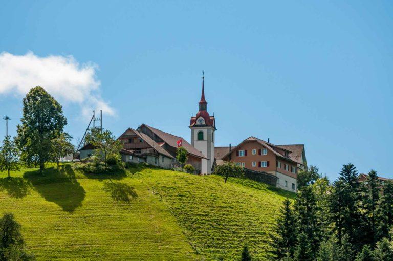 Das Dorf Menzberg liegt auf 1016 m ü. M. im südlichen Teil der Gemeinde Menznau auf dem gleichnamigen Berg. | © Gregor Gander
