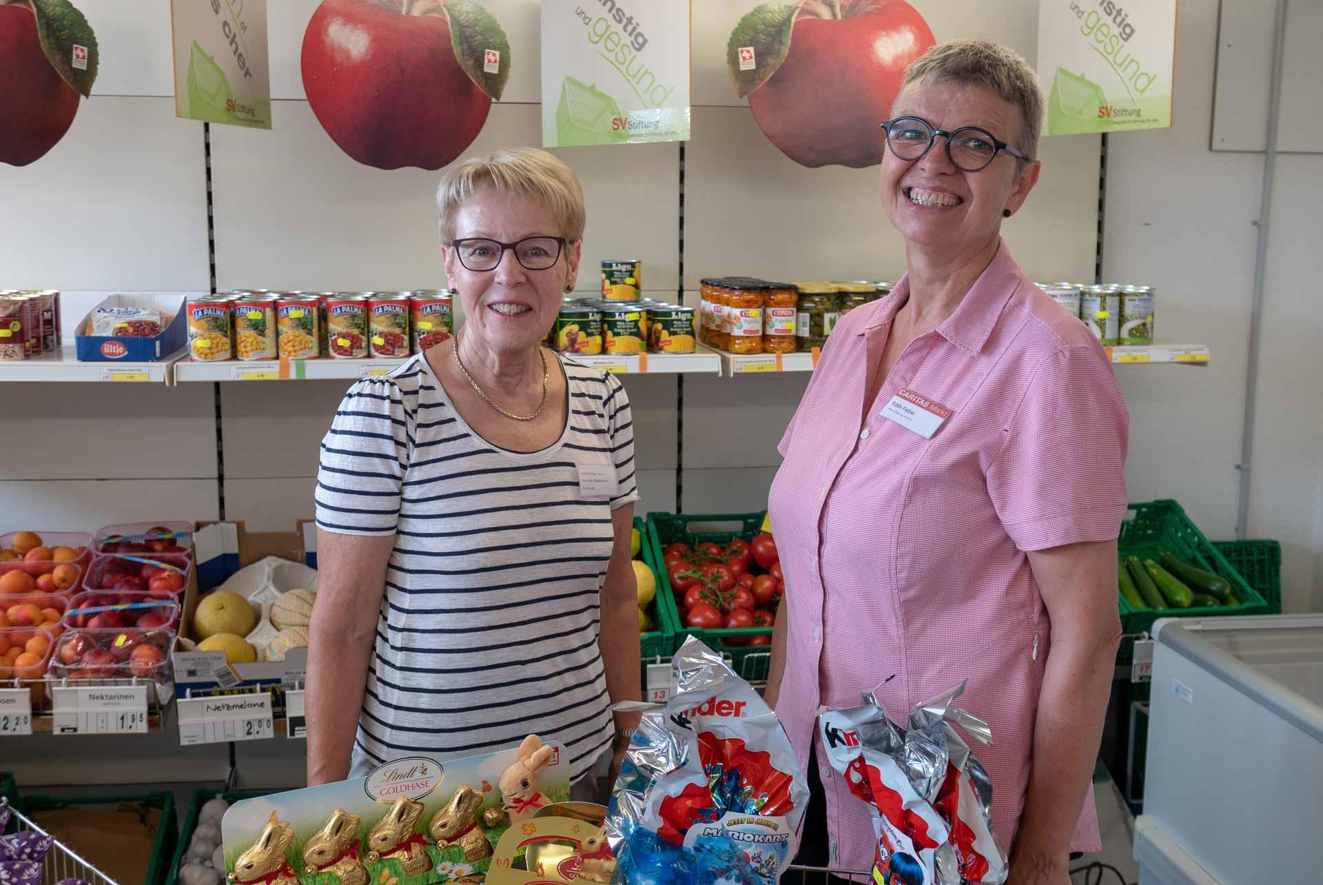 Mit Herzblut für «ihren» Laden: Marktleiterin Edith Felber und die Freiwillige Frieda Gut vom Caritas-Markt Sursee.   © 2019 Claudia Blaser